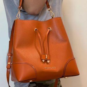 Mercer Gallery Medium Pebbled Leather Shoulder Bag